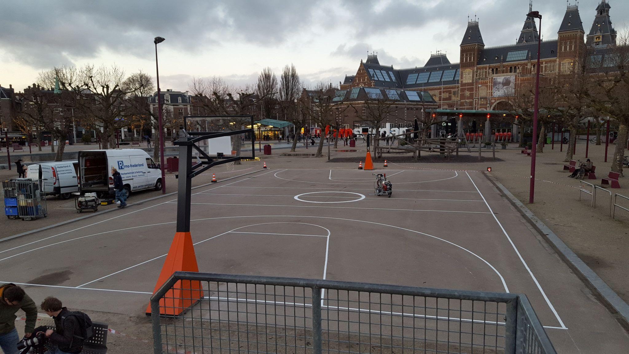 Belijning basketbalveld Museumplein Amsterdam